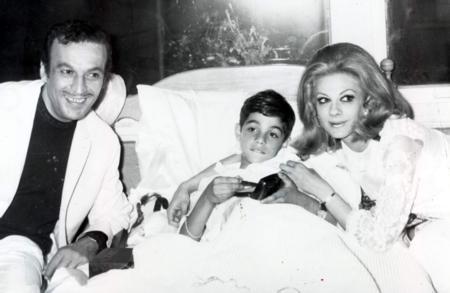 Sadri Alışık'ın en büyük isteği sanatçı bir ailenin içinde büyüyen oğlu Kerem Alışık'ın oyuncu olmasıydı.