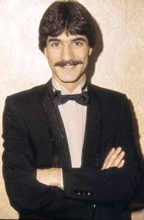MEHMET ALİ - SADETTİN ERBİL  Türkiye'nin en çok konuşulan şovmenlerinden Mehmet Ali Erbil'in de başarısı aileden geliyor.