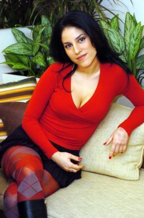 IRMAK - CİHAN ÜNAL  Tiyatro dünyasının zirvedeki isimlerinden birisi olan Cihan Ünal'ın kızı Irmak Ünal, eğitim hayatını Amerika'da tamamladı.