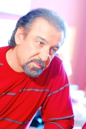 """Türkiye'ye döndükten sonra """"Kampusistan"""" adlı dizisiyle baba mesleği olan oyunculuğa ilk adımını attı.  Sonrasında bir çok filmde rol alan Irmak Ünal,""""Babam bana destek olmuyor"""" açıklamaları ile gündemi meşgul etti."""