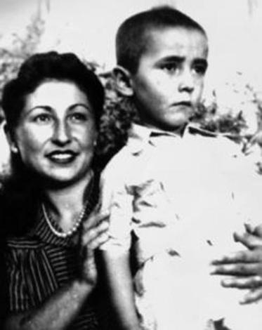 ŞENER - ALİ ŞEN  Komedi filmlerinin duayen ismi Şener Şen, 1941 yılında dünyaya geldi.