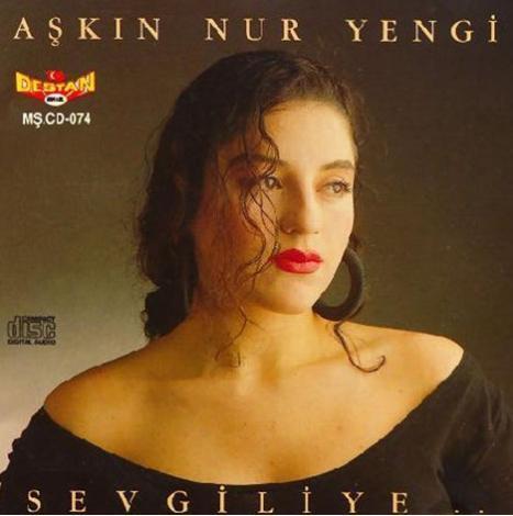 Aşkın Nur Yengi'nin ilk albümü Sevgiliye 1990 yılında çıktı.
