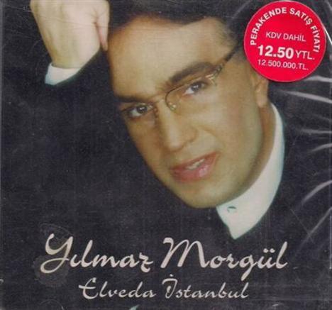 Yılmaz Morgül, gözyaşları içinde Elveda İstanbul'u söylediğinde gözlükleri ve takım elbisesiyle dikkat çekiyordu.