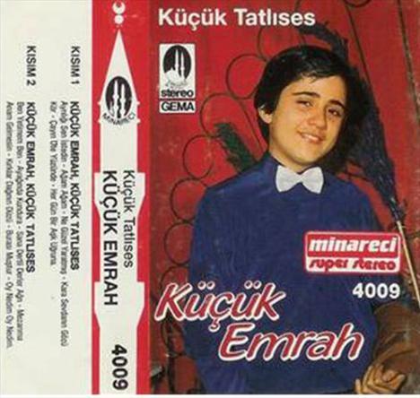 Küçük Emrah adıyla ünlenen Emrah İpek, daha kimseler onu tanımazken de çok sayıda albüm çıkarıyordu.