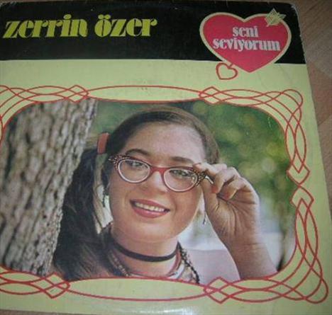 Zerrin Özer de ilk albümünü çok küçük yaşta çıkardı.