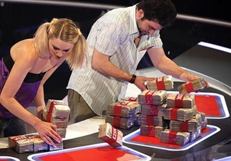Engin Altan Düzyatan'ın sunduğu yarışma, katılımcılara yarışma sonunda hemen alıp gidebilecekleri 1 milyon lira vaad ediyor.