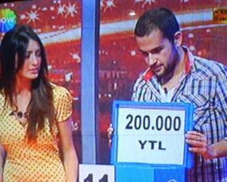 İzlenme rekorları kıran yarışmanın vaad ettiği para 500 bin liraydı.   Ama kazananlar bir elin parmaklarını geçmeyecek kadar az.