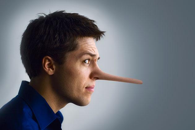 """Yalancı erkekler!  Erkekler, bir kadınla birlikte olmak uğruna ya da birliktelik sürerken, birçok kez yalan söyleyebilir. Ama bunların arasında öyleleri vardır ki, duyduğunuzda """"hadi canım"""" dersiniz...  İşte ilk akla gelen yalanlar..."""