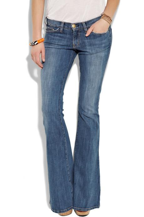 """Jean Pantolon """"Bana hep 'En güzel jean pantolon hangisidir?' diye sorarlar. Ben de her seferinde paniğe kapılırım. Çünkü moda olan modeller her gün değişir ve her seferinde 'Ben neden bunu bilmiyorum?' diye düşünürüm. Bilmiyorum, çünkü son zamanlarda sade jean pantolonlarımızın yerine geçerek egemenlik kuran bir jean züppeliği ortaya çıktı, 'Hangisini giyiyorsunuz? Ah, onu artık giyemezsiniz. (Buraya haftanın jean pantolonunu giriniz) modeli almanız gerekiyor.' Bu durum gerçekten de çok ironik. Şimdi dünyanın en basit ve en gündelik kıyafeti, kadınlar için bu kadar baş ağrısı yaratacak bir ürün haline gelmiş durumda. Bu noktada modanın sizi ele geçirmesine izin vermeyin. Üzerinize son derece yakışan ve oturan bir jean modeli seçin ve markası ne olursa olsun ondan şaşmayın."""""""