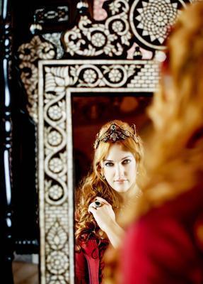Meryem Uzerli   Hürrem Sultan tarihçilere göre 'femme fatale' karaktere uygun tarihi kişiliklerden bir tanesi.