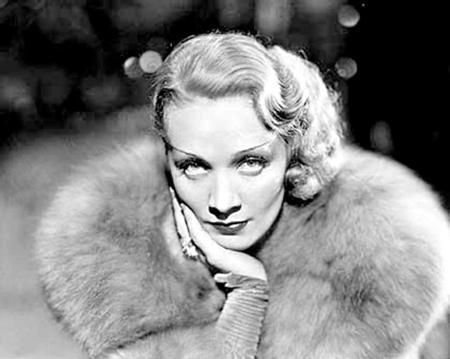 Marlene Dietrich  Josef Von Sternberg'in yönettiği 'Mavi Melek' filminde sinema tarihinin ilk 'femme fatale'lerinden birisiydi Marlene Dietrich.