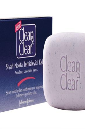 Clean&Clear siyah nokta temizleyici kalıp   Siyah nokta oluşumuna yatkın ciltler için özel olarak formüle edilmiştir. İçerdiği arındırıcı tanecikler sayesinde cildinizi siyah noktalardan temizlemeye, siyah noktalarla savaşan özel formülü ile gözeneklere penetre ederek yeni siyah nokta oluşumunu önlemeye yardımcı olur. Her gün rahatlıkla kullanılabilinecek bir üründür.