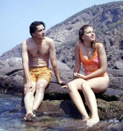 Ardından Yaşlı Gözler adlı sinema filminde daha sonra da Fatma Girik'le birlikte Sürtüğün Kızı'nda oynadı.   Tunç Başaran'ın ilk filmi Büyük Kin'de de Ayhan Işık'ın oğlunu canlandırdı.