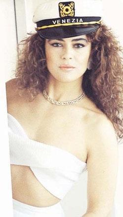 İlk filmi Derviş Bey'i 1978'de çevirdi. 1992 yılında Aliye için kamera karşısına geçen Zobu, uzun bir süre sessizliğe gömüldü.   Son olarak 2006 tarihli İmkansız Aşk filminde rol aldı.