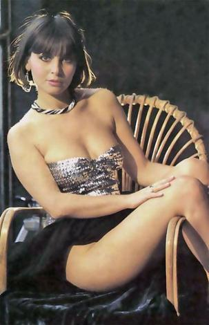 ÇİÇEK ABBAS'IN AŞKIYDI   1981'de Davaro adlı filmle sinemaya adım atan Pembe Mutlu, 80'lerin en gözde yıldızlarından biri...