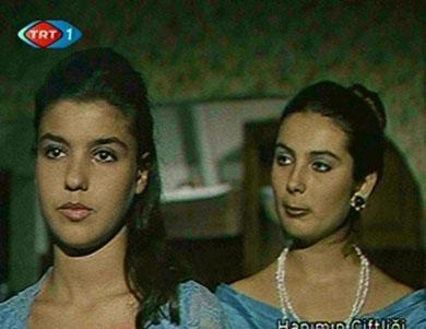 Bir çok dizi ve sinema filmlerinde rol alan İlknur Bozkurt, iki yıl önce Yeditepe Üniversitesi Radyo Sinema ve TV bölümünden mezun oldu.