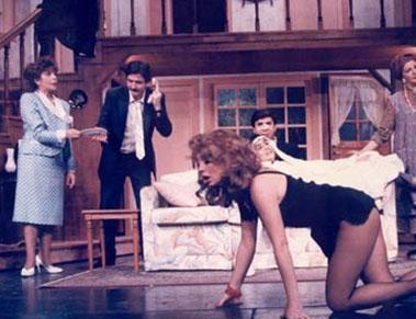 Oğuz 90'lı yıllarda tiyatro oyunlarında da rol aldı.