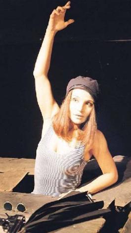 Tekand'ın başrolü Mahir Günşiray ile paylaştığı Sarı Tebessüm 1990'lı yılların en çok ses getiren yapımlarından biriydi.   Tekand, Stüdyo Oyuncuları'nda sanat hayatını sürdürüyor.