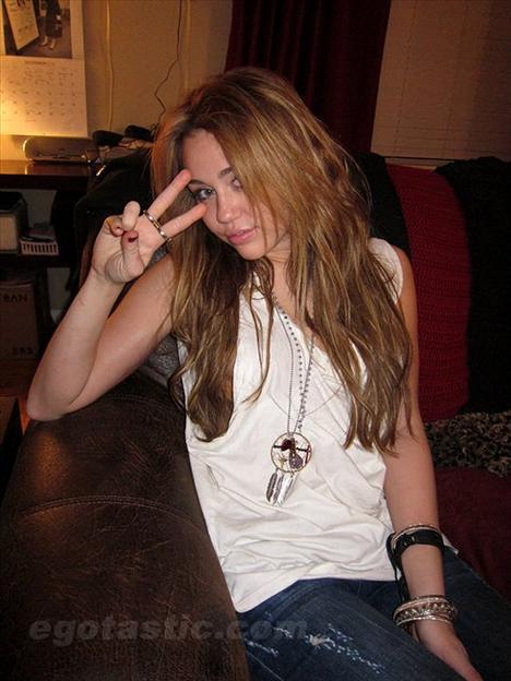 Skandallar kraliçesi Miley - 45