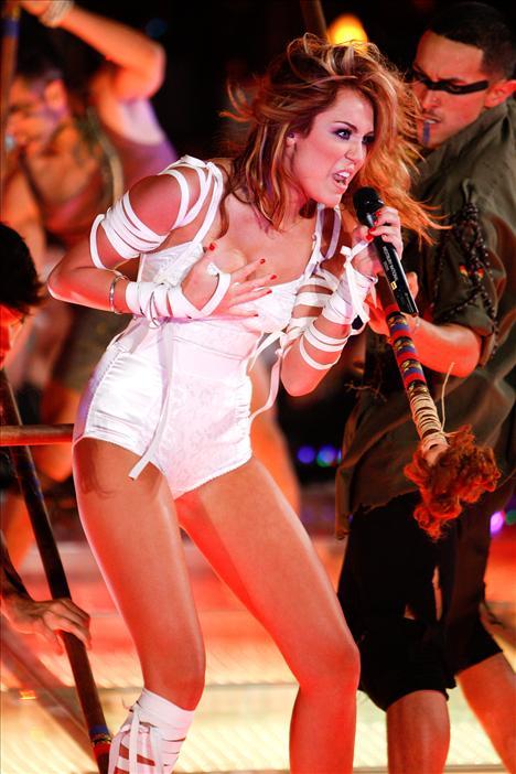 Skandallar kraliçesi Miley - 48
