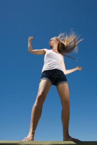 Değişken, hareketli ve sosyalleşmeyi seven Hava burçları, genellikle aerobik, jimnastik, basketbol ve dans derslerinde baş rol oyuncusu olarak yer alır.  Kova  Eğlenceli ve hareketli Kova'lar, sosyal bağlar da kurabileceği spor aktivitelerini tercih ediyor. Bu sporların başında aerobik, jimnastik, yoga ve dans dersleri geliyor.