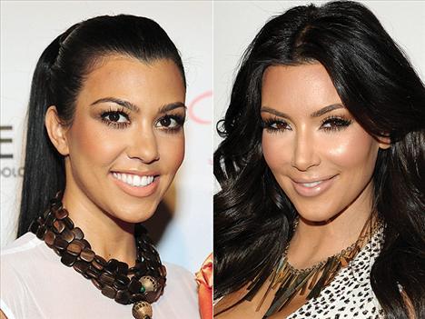 Dikkat çeken kirpikler Kourtney ve Kim Kardashian kardeşler  kirpiklerine vurgu yapmış
