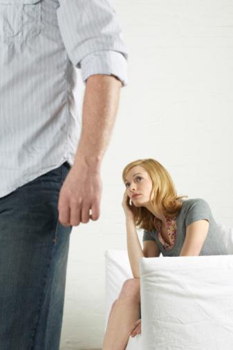 14. Erkekler genellikle, kadınların peşlerinden koşmasından hoşlanmazlar. Biraz gizemli davranmayı deneyin.