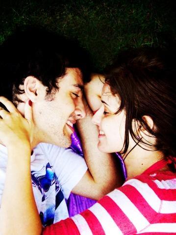 20. Birlikteyken sessiz kalmak da güzel olabilir, deneyin.