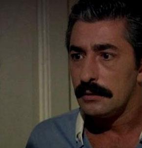 Tüm Türkiye'nin kötü adam olarak lanetlediği Ali Kaptan, aşık olduğu kadın uğruna tüm ailesini dağıttı.