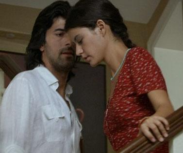 Dizinin bir başka mutsuz karakteri de Kerim. Mecburen evlendiği Fatmagül'e aşık oldu.
