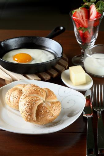 Kahvaltı şart Mutlaka kahvaltı edin. Kahvaltı es geçmek metabolizmayı zayıflatır.
