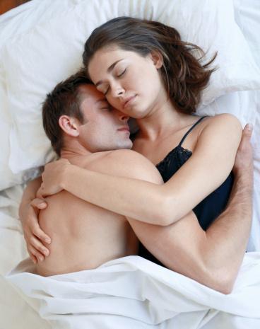 5- Hislerinizi analiz etmek için kendinize zaman ayırmanızın, yatak odasında büyük faydaları olabilir. Çünkü duygusal zekası yüksek kadınlar daha çok orgazm yaşıyor.  6- Araştırmalar sevişmeden önce yapılan 20 dakikalık egzersizin cinsel tepkileri geliştirdiğini gösteriyor.