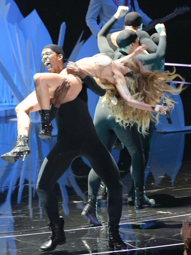 Lady Gaga - 392