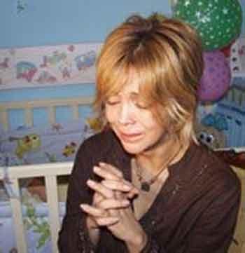 Elik, bir dönem boşandığı eşi, oğlunu yurtdışına kaçırdığı için gözyaşları içinde haber bültenlerine konuk olmuştu.