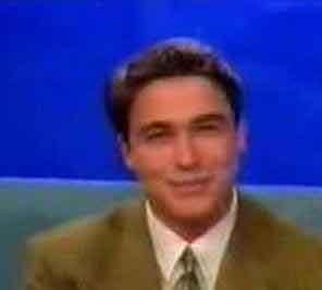 1989'da Ankara TV'sinde spikerliğe başladıktan 1 yıl sonra Magic Box'a geçti.