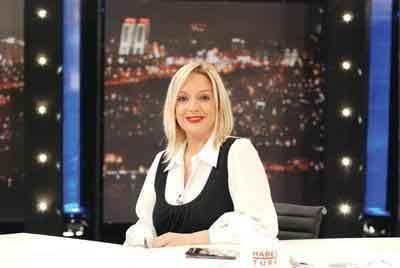 Tümer, İzmir'de Ege Üniversitesi Gazetecilik Bölümü'nü bitirdikten sonra İstanbul'a gelerek emekli TRT spikeri Günay Oğuz'dan ders aldı.