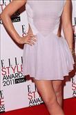 Emma Watson kırmızı halıda Hakaan elbisesiyle yürü - 1