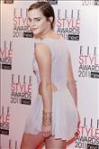 Emma Watson kırmızı halıda Hakaan elbisesiyle yürü - 3