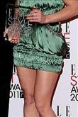 Emma Watson kırmızı halıda Hakaan elbisesiyle yürü - 14