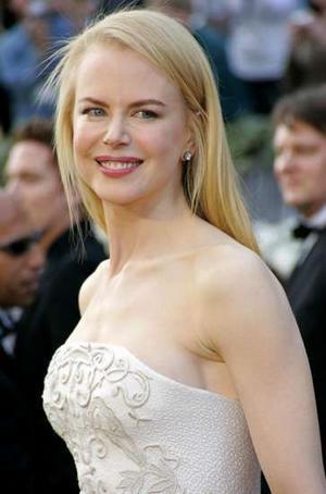 Burun –  Dünyanın her yerinde burun güzelliği konusunda kadınların benzemeye calıştığı isimler arasında Nicole Kidman başta yer alıyor. Julia Roberts, Jennifer Anistaon, Xuxa ve Danimarka Prensesi Marry takip eden isimler.