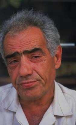 """Ebru Gündeş'in kariyerinin ilk yıllarında """"öldü"""" dediği babası hala hayatta ama kızıyla hiç görüşmüyor."""