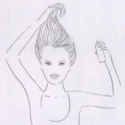 Başınızı kaldırıp saçlarınızı ucundan kaldırarak tepede tutun. Saçlarınızın ucundan tutun ve diplerin gevşek kalmasını sağlayın. Ardından saç spreyi sıkın.