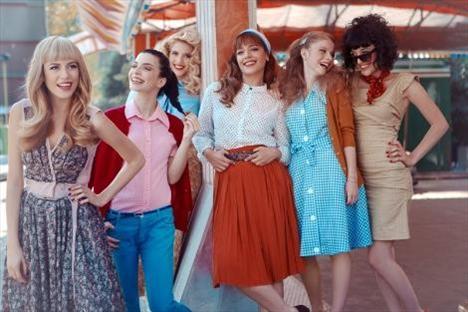 Günümüz gençliğini anlatan Küçük Sırlar dizisinin genç oyuncuları, Marie Claire Dergisi için 70'li yılların unutulmaz müzikal filmi Grease'i yeniden canlandırdı!