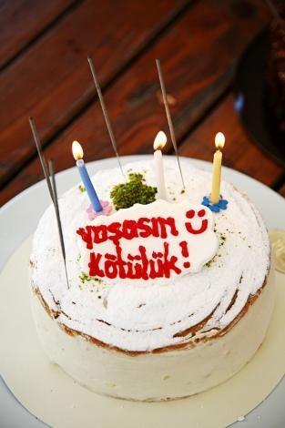 O gün aynı zamanda Merve Boluğur'un doğum günü olduğundan, ekip arkadaşları ona sürpriz bir doğum günü partisi düzenledi.