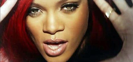 Yeni albümü Loud'un başarısı vesilesiyle kariyerinin en güzel günlerini yaşayan Rihanna, yakın dostu ve albümünün destekçilerinden biri olan Kanye West'in yeni klibi All Of The Lights'ta rol aldı.