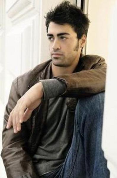 Yakışıklı aktör Sarp Levendoğlu'nun dayısı da ünlü bir yönetmen.