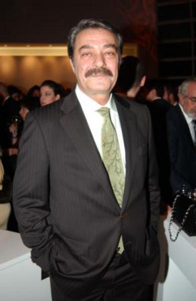 Levent İnanır ve Soner Arıca, Türk sinemasının efsane aktörlerinden Kadir İnanır'ın yeğeni.