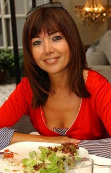 Ressam Kezban Arca Batıbeki ise ünlü yönetmen Atıf Yılmaz'ın kızı.