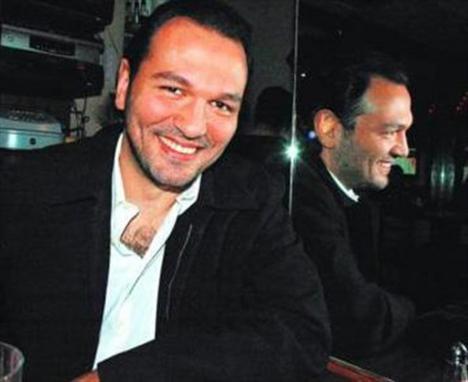 Ali Sunal'ın hangi ünlü oyuncunun oğlu olduğunu artık bilmeyen kalmadı.