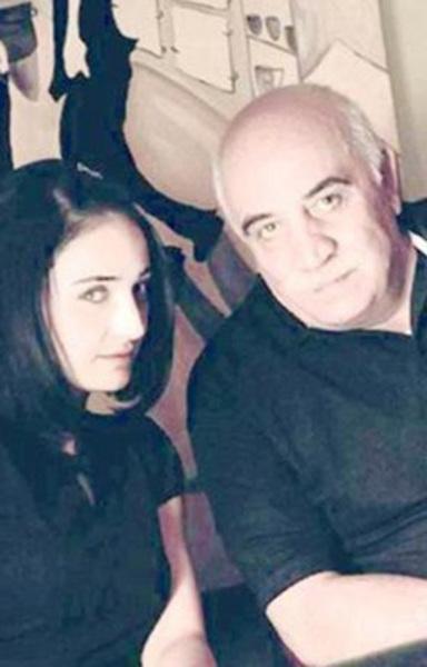 Bunun sebebi ise tiyatro sanatçısı olan babası Sönmez Atasoy.